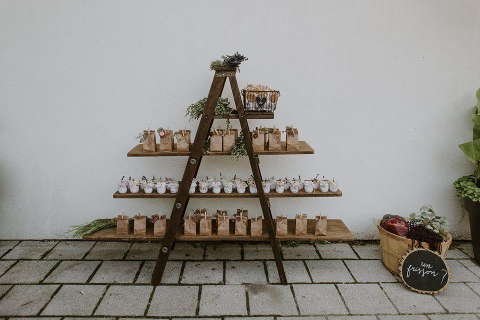 1125    Échelle et étagères / Ladder Shelf    1
