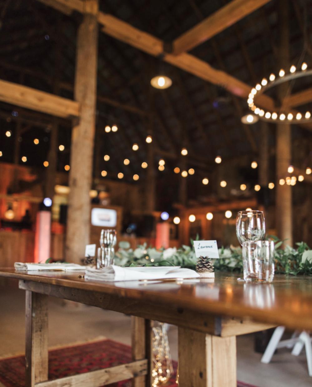 1161    Table en bois 6 pieds / Wooden 6 foot table    1