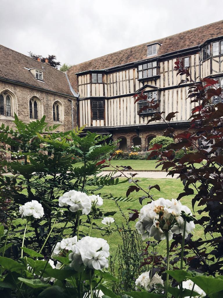 cambridge-college-courtyard