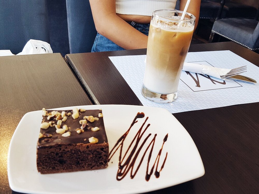 brownie-montreal cafe