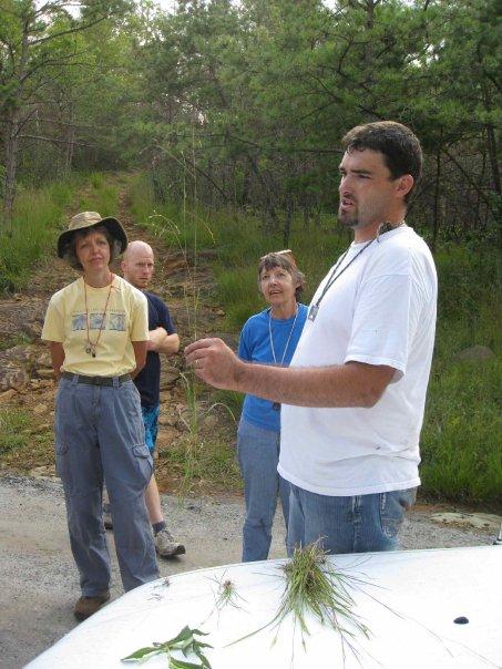 18536_Dwayne_Estes_with_volunteers_in_field.jpg