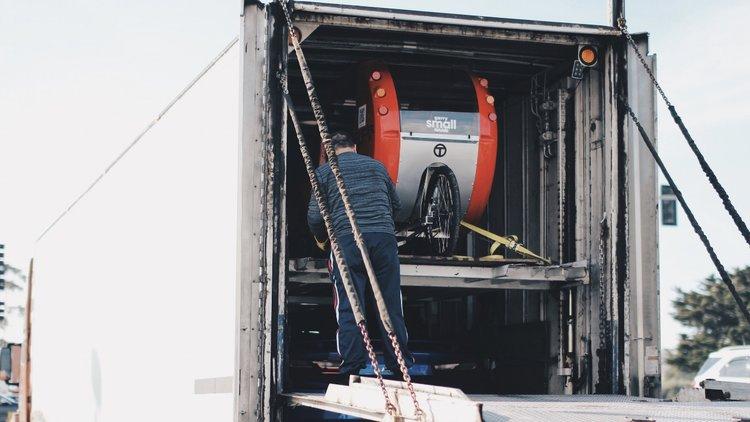 BNR34 GTR unloading.jpg