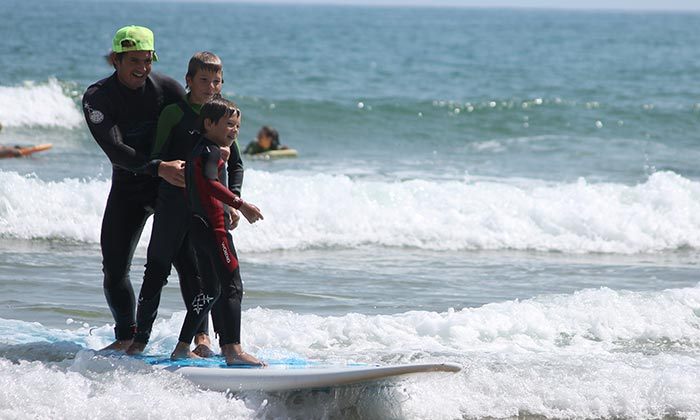 Surf lessons & language classes - Come surf while perfecting your French/English with our language lessons.Oui Oui!