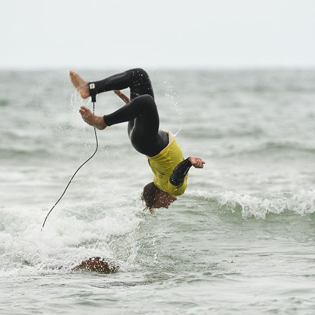 New move!! Qui fait mieux ? Who do better? #ecoledesurfbiarritz #biarritzsurfschool