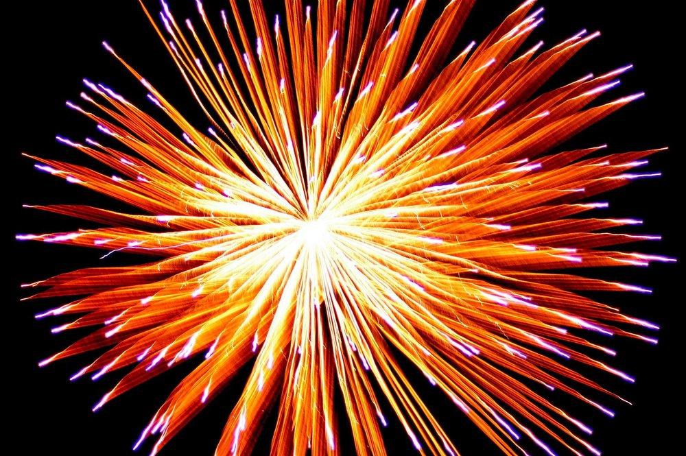fireworks-1176833.jpg