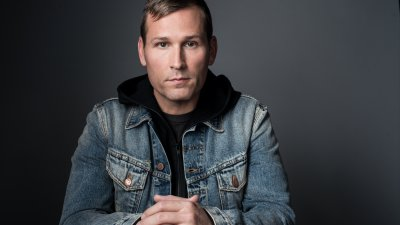 Kaskade - On this episode of Sound Sessions, Michael chats with the EDM mega-force, Kaskade.  From his start in Chicago's local house music scene to rocketing to large scale festivals across the globe – Kaskade has solidified himself as one of the guiding lights in Electronic Dance Music.In this interview we cover everything from what he likes doing when he's not on the road, changing the game when it comes to adding melody to electronic music, and his connection to Chicago.  Alright, I won't take up any more of your time on this intro – Enjoy the interview!