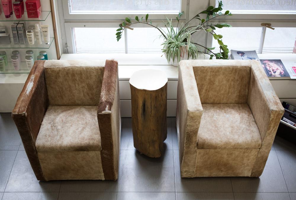 Wartebereich mit gemütlichen Sesseln