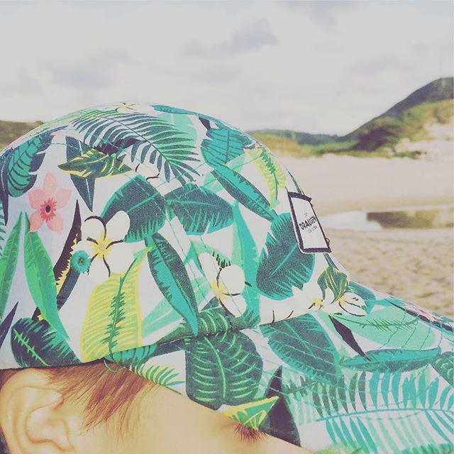Beachlife is good life. 🏄🏻♀️🏄♂️💕✌️🏝 #kidsheadwear #5panelcap #enjoydraussen #portugal #europe #austria #draussenkidsouterwear