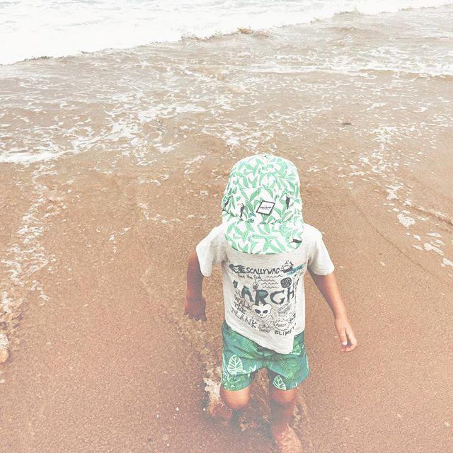 Catch me if you can! #beach #europe #draussenkidsouterwear #enjoydraussen #kidshats #5panelcap