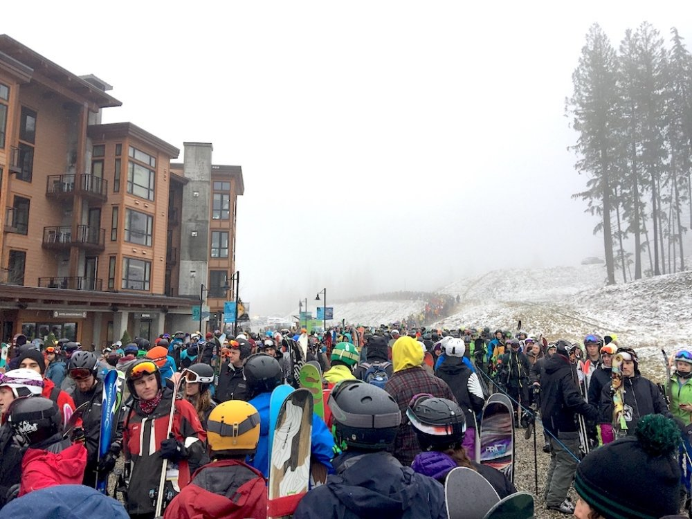 A long line-up at the Revelstoke Mountain Resort gondola base early in the 2016-17 season. The resort has announced new gondola cabins and lift chairs for the 2017–18 season designed to alleviate big lines in the morning. Photo: Aaron Orlando/Revelstoke Mountaineer