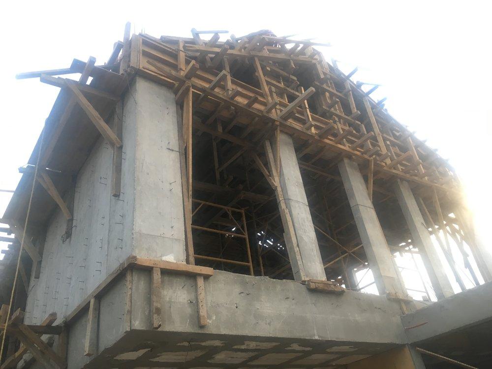 CASAS PEDREGAL   Ciudad de México  Cliente: T28 STUDIO  Obra: 2017 – En proceso  Diseño de dos módulos de vivienda residencial, resueltos mediante marcos de concreto reforzado, soportando losas macizas de concreto. Cimentación a base de zapatas aisladas de concreto estructural.1000 m2 de construcción.