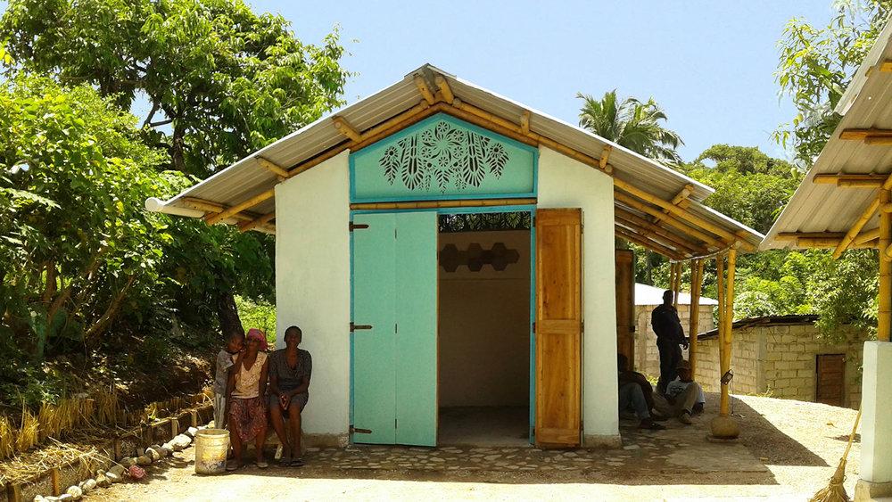 PROTOTIPOS DE VIVIENDA- HAITÍ   Haití  Cliente: Heliotrope foundation  Obra: 2016  Diseño estructural de dos prototipos de vivienda resistente a huracanes para Haití. La consultoria incluyó una visita para evaluar la factibilidad del uso de bambúes locales, así como las especificaciones para su tratamiento y procedimientos constructivos. Se proporcionó soporte técnico durante todo el desarrollo de la obra