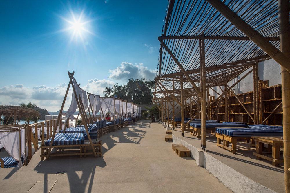 BEACH CLUB ACAPULCO   Acapulco - Guerrero  Cliente: BAMBUTERRA  Obra: 2016  Desarrollo ejecutivo de diversas estructuras ligeras de bambú estructural que conforman el club de playa.Diseño de reforzamiento de la estructura existente para construcción de palapas y ampliaciones. 500 m2 de construcción.