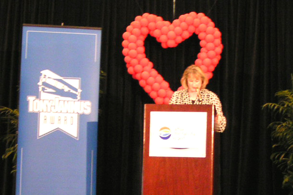 Linda Rutherford, SWA VP Community Affairs & PR, Acceptance Remarks, 4 Apr '07.jpg