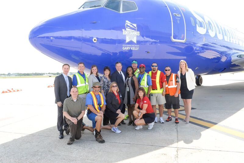 Steve Goldberg, SWA VP Ground Operations with SWA Associates after press conference, 20 May '16.JPG