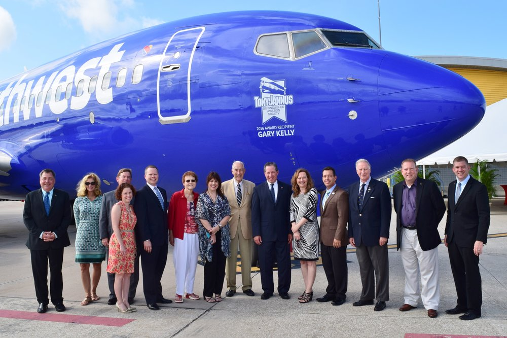 Steve Goldberg, SWA VP Ground Operations with TJDAS Board Members - 1, 20 May '16.JPG