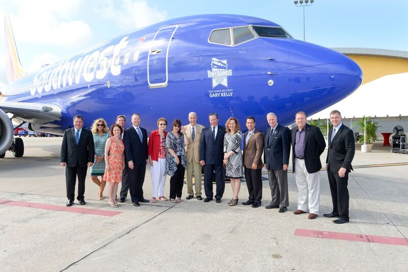 Steve Goldberg, SWA VP Ground Operations, and TJDAS Board Members -3, 20 May '16.JPG