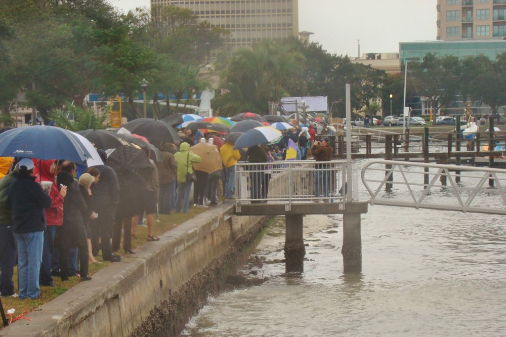 Centennial Crowd waiting in rain for Centennial take off, 1 Jan '14.JPG