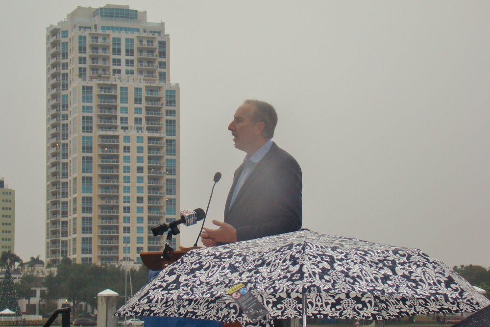 Former Mayor Rick Baker addressing crowd in rain, 1 Jan '14.JPG