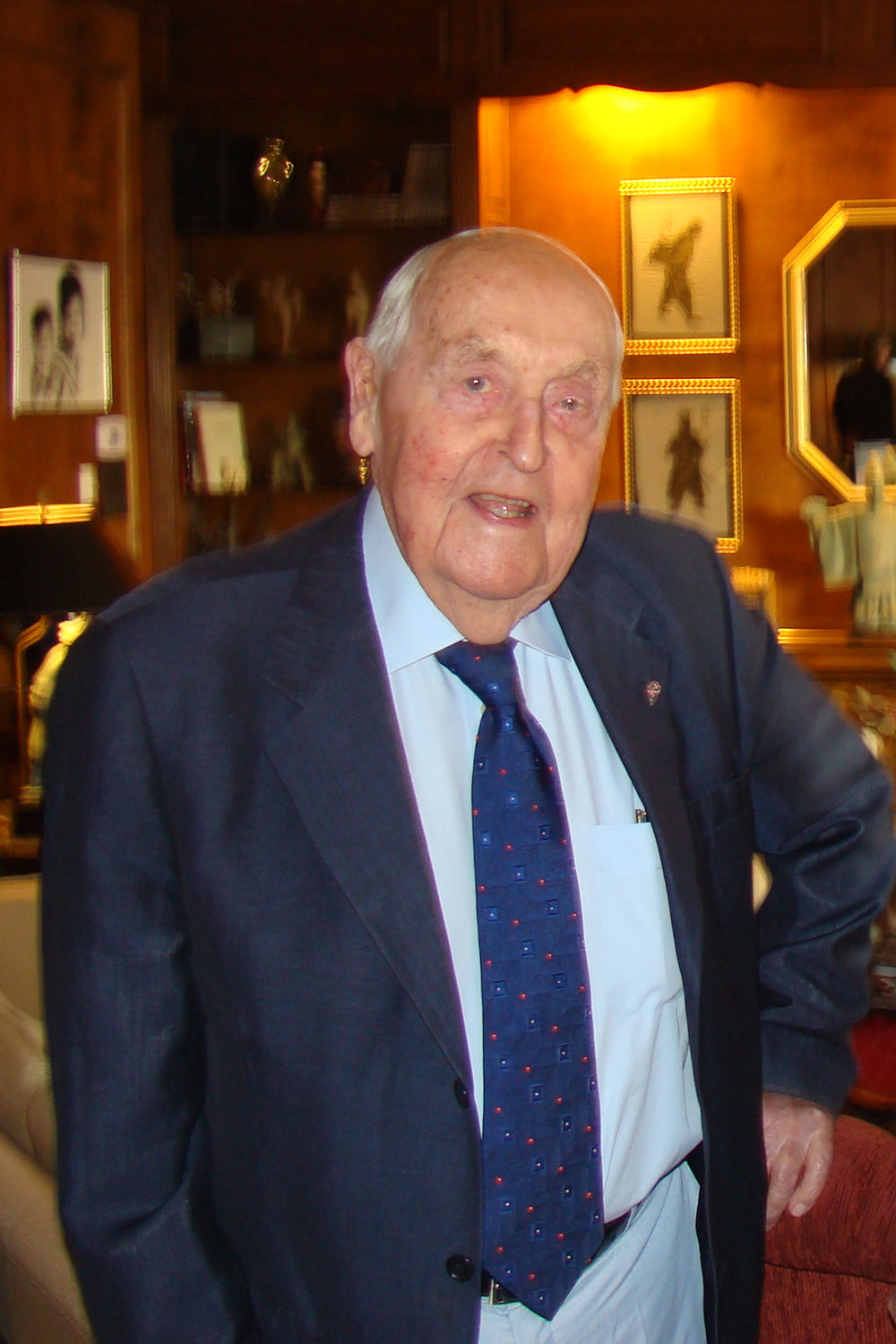 Sir Lennox Hewitt, 29 Oct '08.jpg