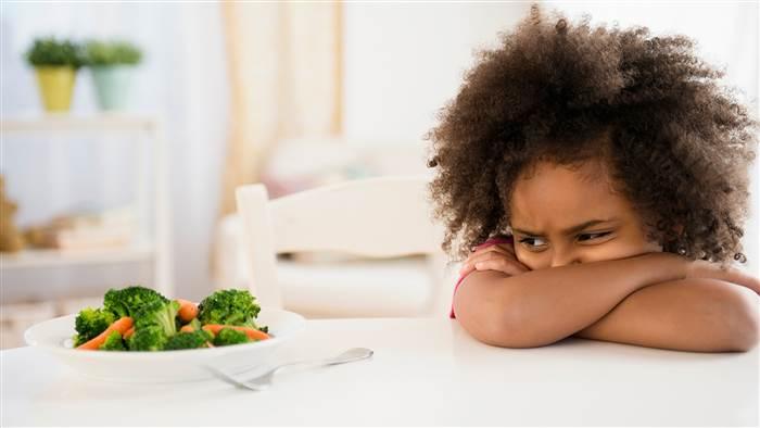 El comer con los hijos permite la exposición y el acercamiento a los alimentos.