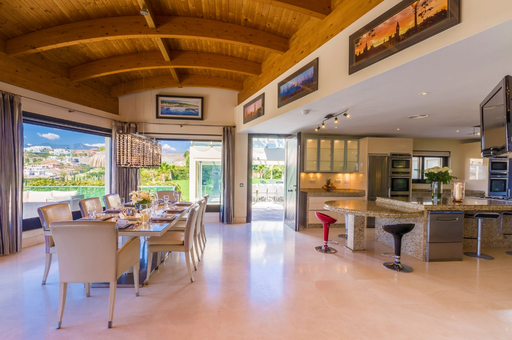 Indoor Dining Area and Kitchen, Villa El Cano, DSV Collection Marbella