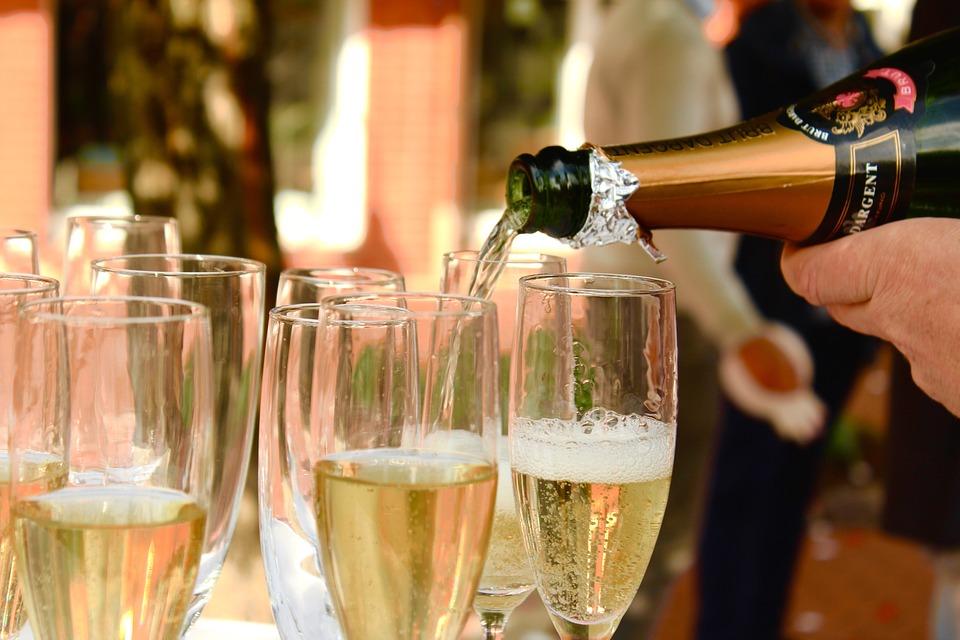 champagne-2407247_960_720.jpg