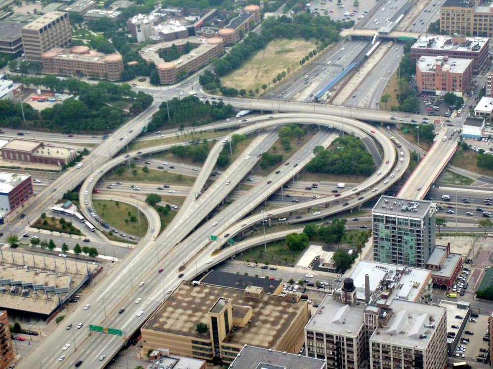 Urban fragmentation created by an interchange in Chicago . Overhead photo of the Circle Interchange in Chicago, IL. Source=self-made |Date=August 12, 2006 |Author= Stratosphere. Image registered under Creative Commons 4.0 license.