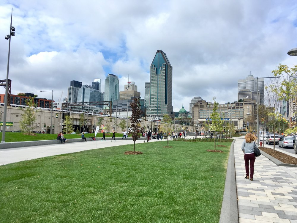 Bonaventure Park in Montreal. This project reconnected spaces otherwise divided by an elevated highway in downtown Montreal. The project entailed the coordination between provincial and municipal governments as well as with CN. Description: New Robert-Bourassa park. Author: Mtlfiredude. 8 September 2017. Registered under Creative Commons 4.0 License. Available in Wikimedia Commons.