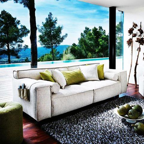 Creëer je eigen look. Met ons gevarieerde aanbod aan meubels en woonaccessoires #homestore #barendrecht #design #interieur #meubels #woonaccessoires