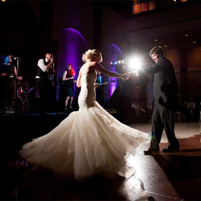 c92fbe943693709f8fdc5d5715dab02 4--wedding-first-dance-wedding-fun.jpg