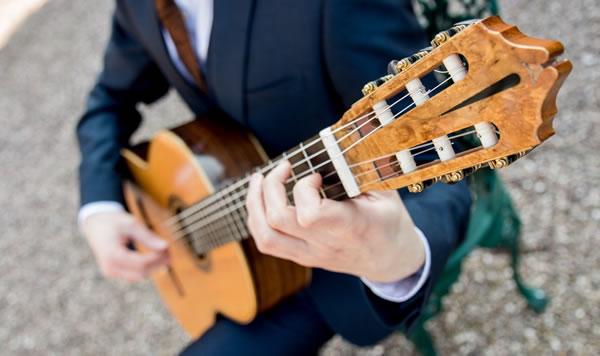 wedding-guitarist.jpg