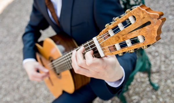 wedding-guitarist.jpg