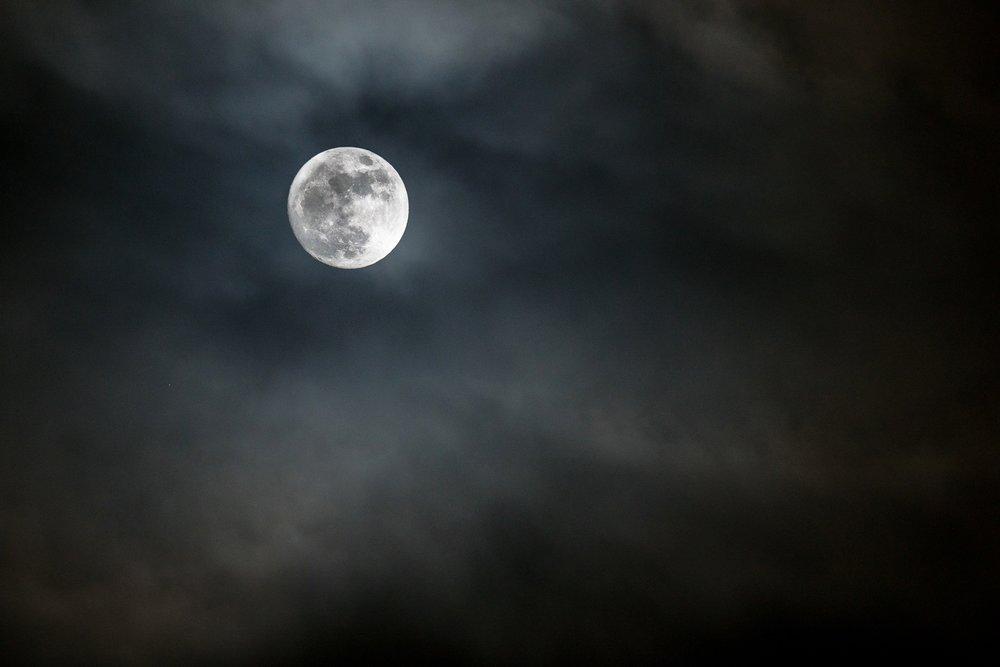 moon-100.jpg