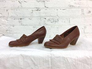 07929e8f87e5c 1970s brown leather wooden heel tassel pumps / 70s loafer heels