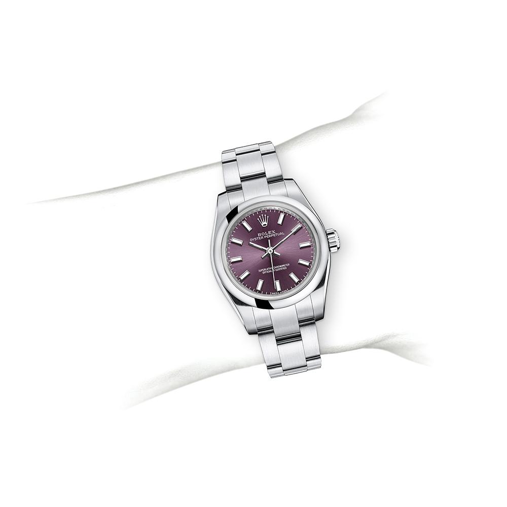 M176200-0016_watch-on-wrist.jpg