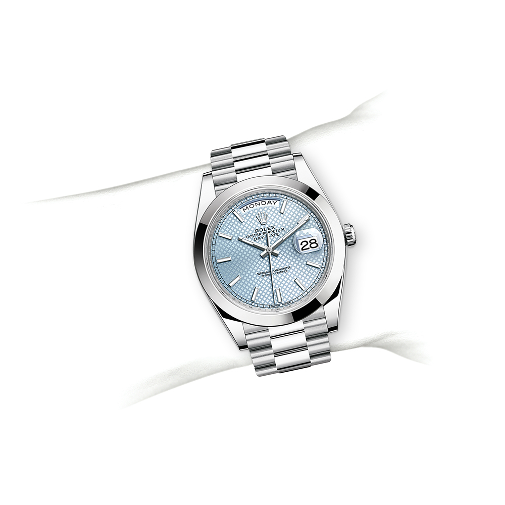 M216570-0002_watch-on-wrist.jpg
