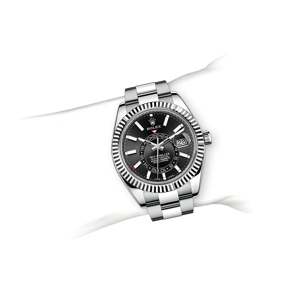 M326934-0003_watch-on-wrist.jpg