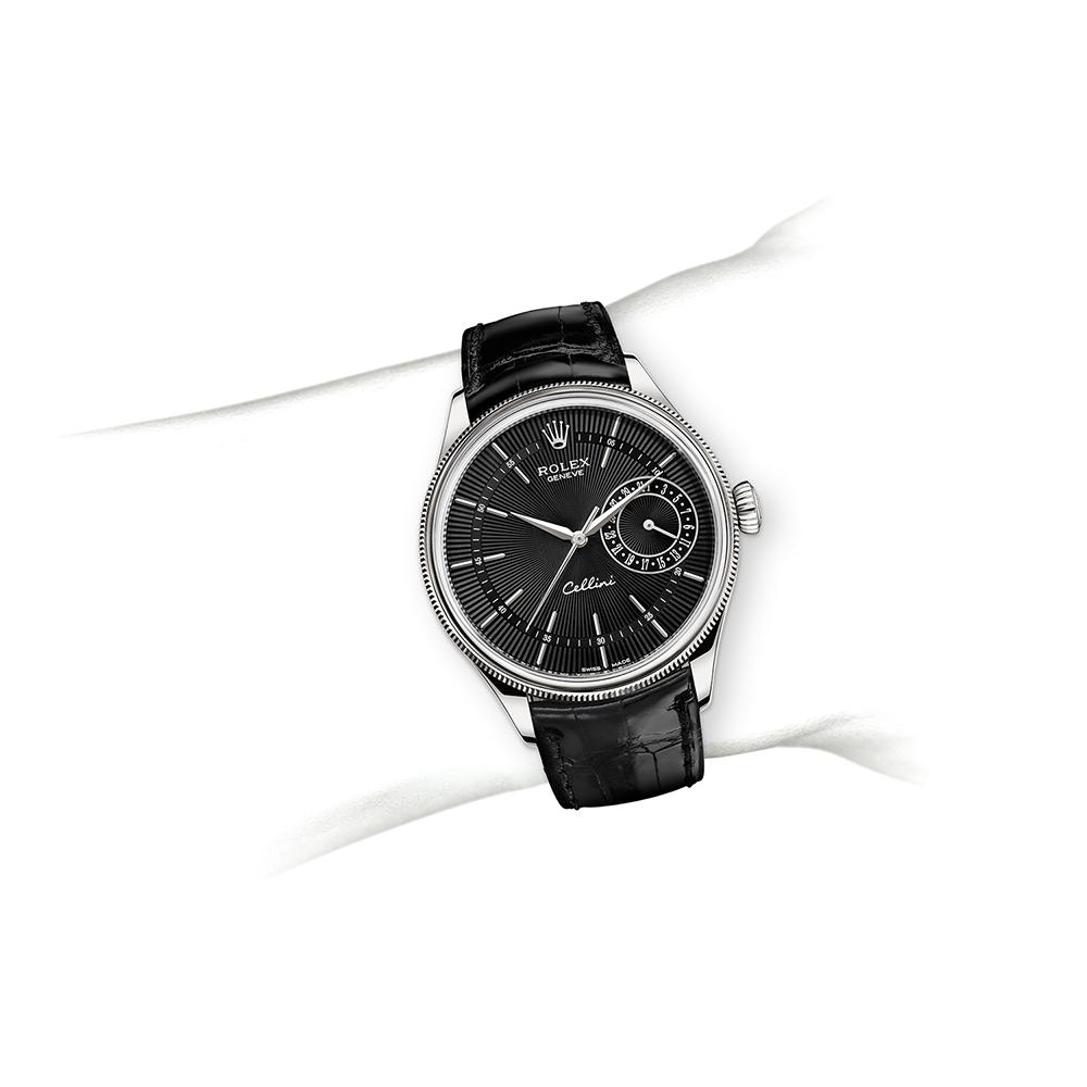 M50509-0016_watch-on-wrist.jpg