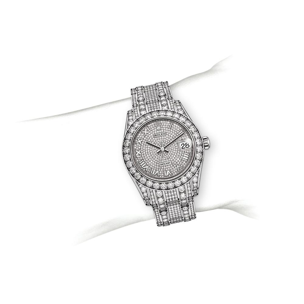 M80318-0054_watch-on-wrist.jpg