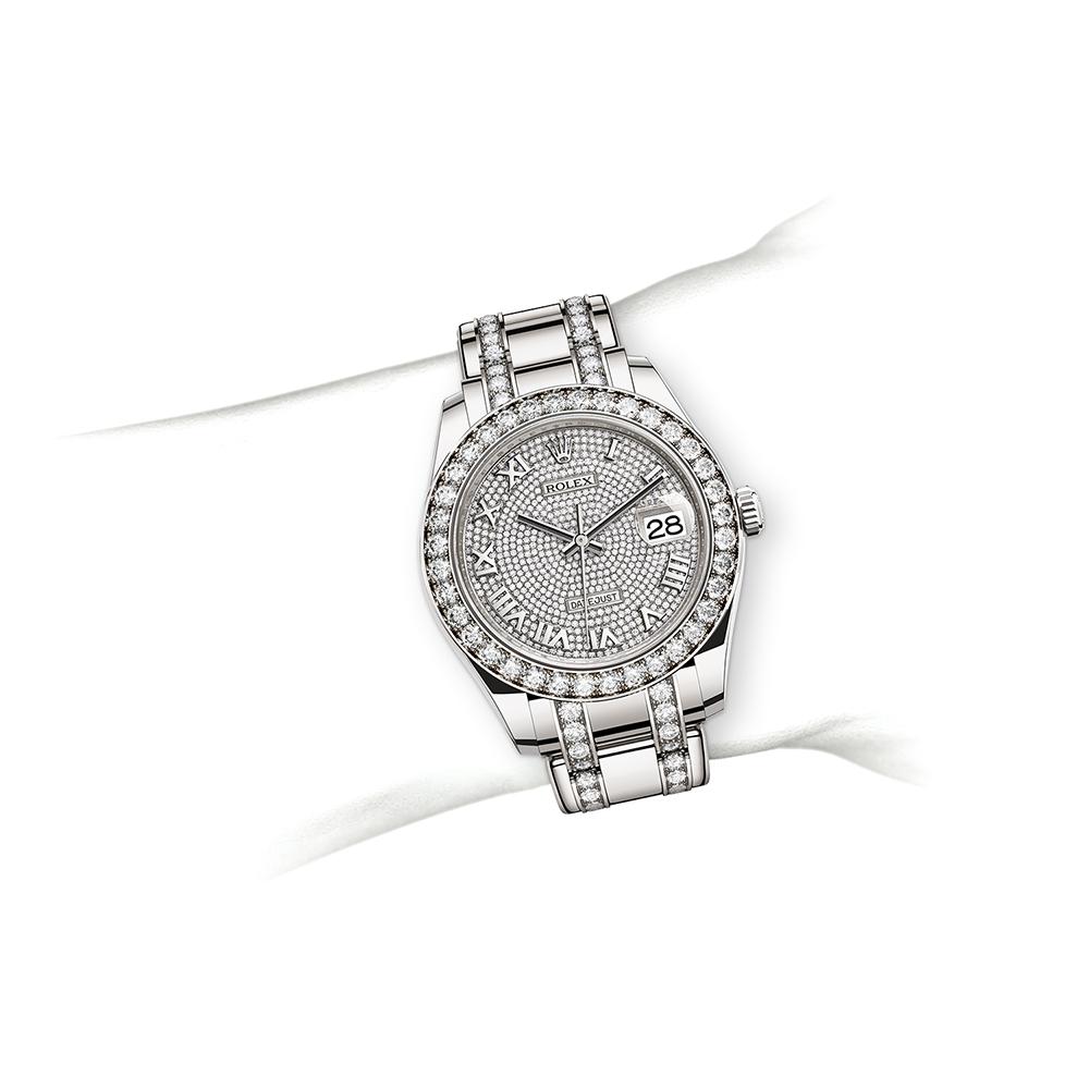 M86289-0006_watch-on-wrist.jpg