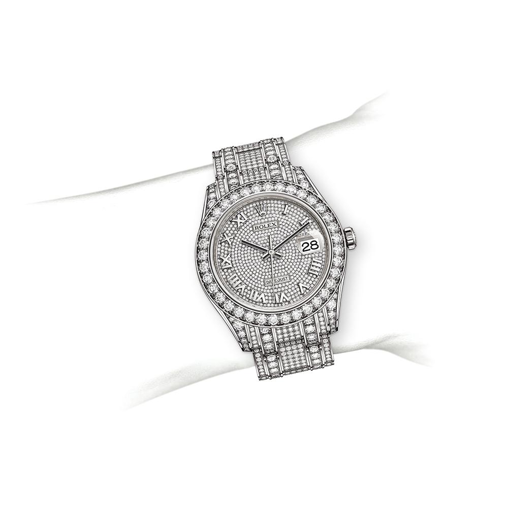 M86285-0001_watch-on-wrist.jpg