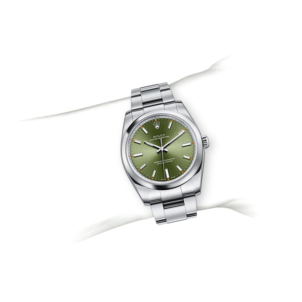 M114200-0021_watch-on-wrist.jpg