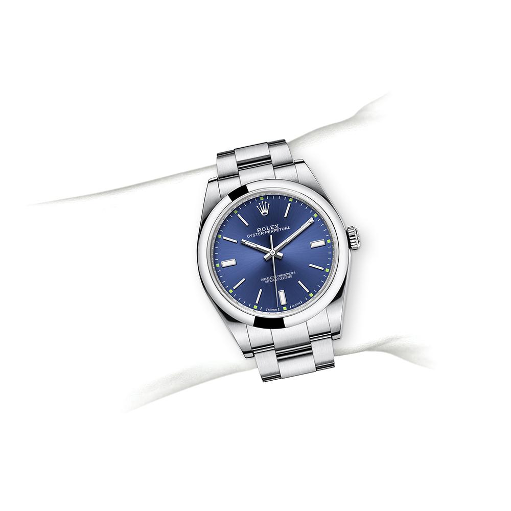 M114300-0003_watch-on-wrist.jpg