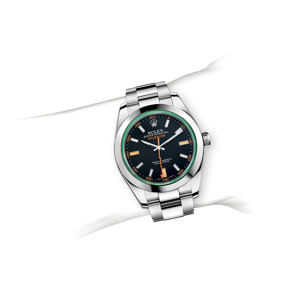 M116400GV-0001_watch-on-wrist.jpg