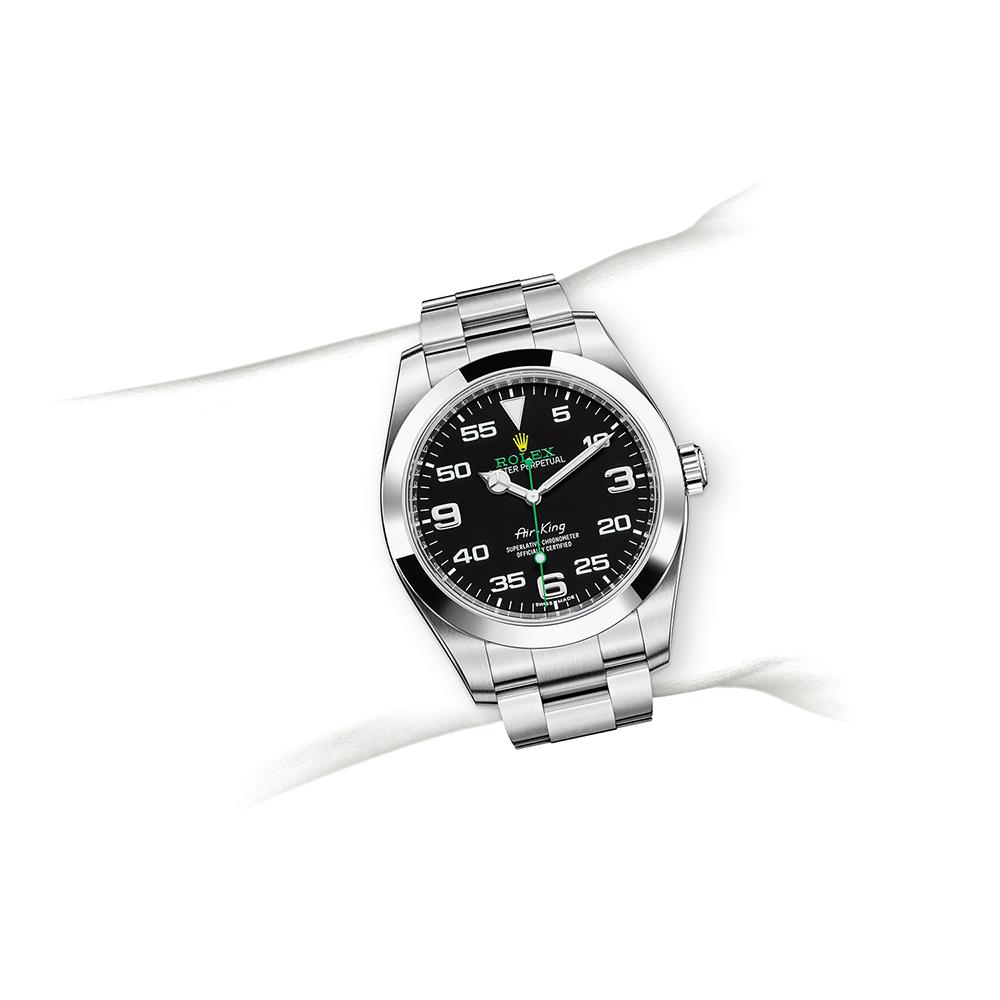 M116900-0001_watch-on-wrist.jpg