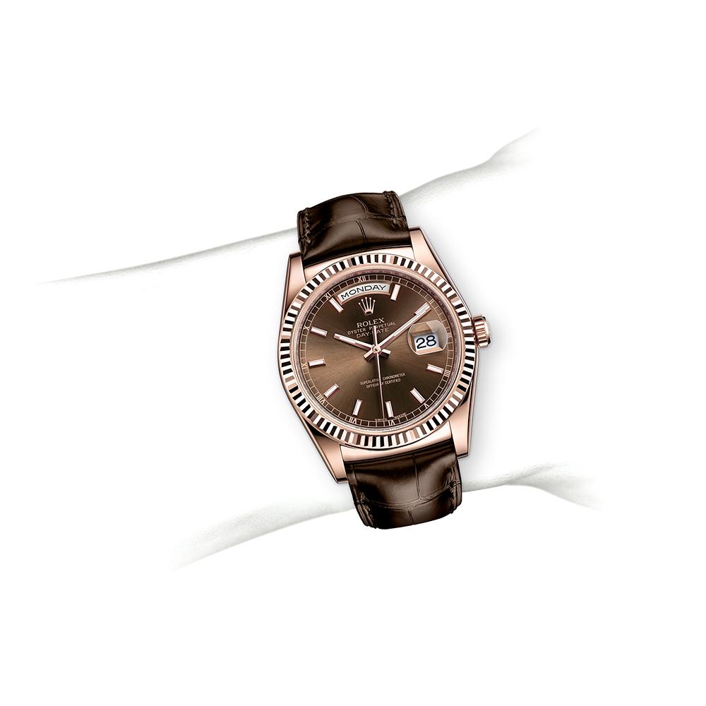 M118135-0003_watch-on-wrist.jpg