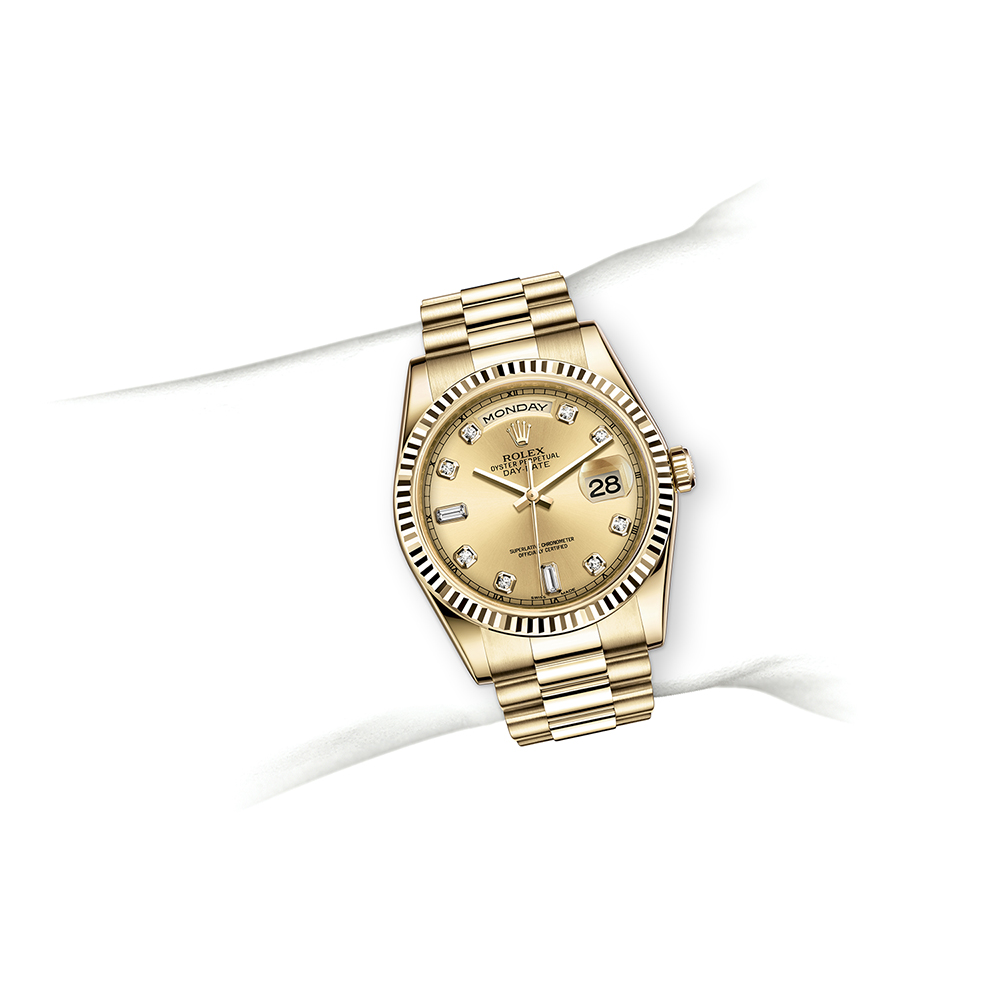 M118238-0116_watch-on-wrist.jpg