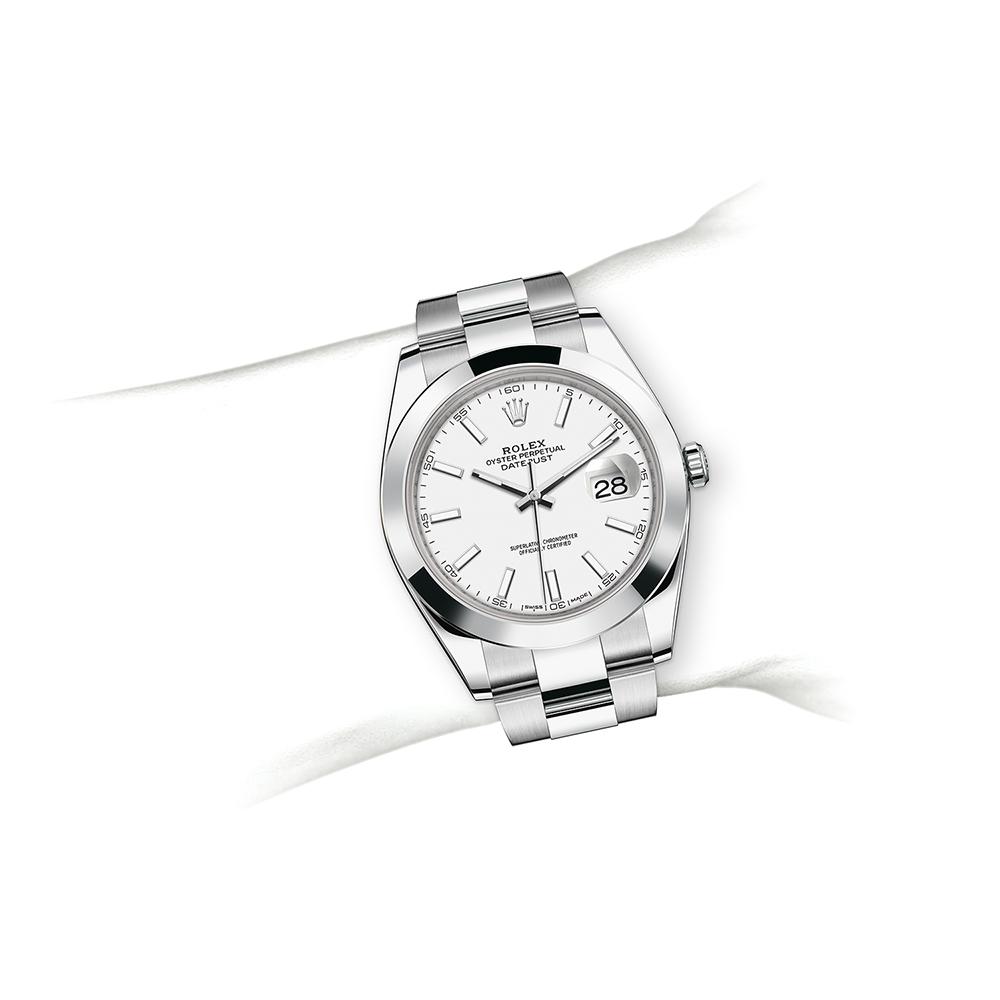 M126300-0005_watch-on-wrist.jpg