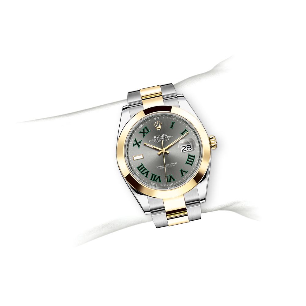 M126303-0019_watch-on-wrist.jpg